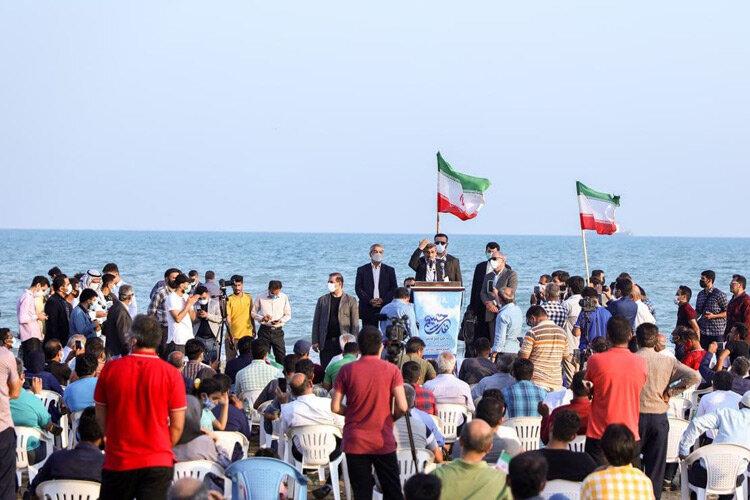 (تصاویر) میتینگ سیاسی احمدینژاد در اوج کرونا و لب ساحل