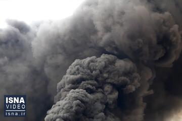 آتشسوزی مهیب کارخانه الکلسازی در شهرک صنعتی شکوهیه قم / فیلم