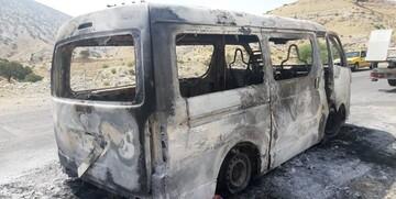 آتش گرفتن آمبولانس بیمارستان حین بازگشت از مأموریت / تصاویر