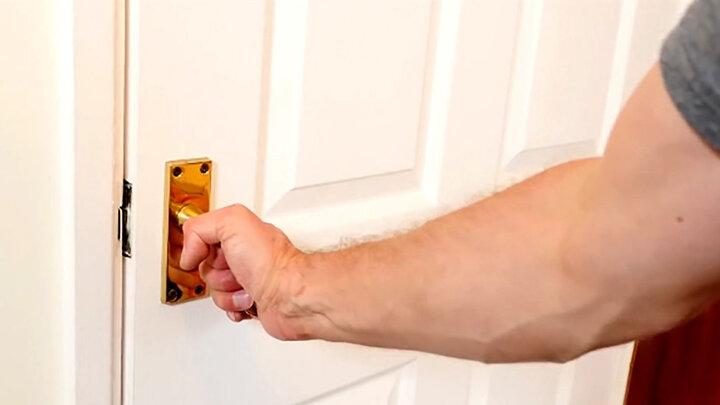 چگونه بدون داشتن کلید در را قفل کنیم ؟ / فیلم