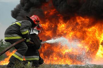 آتش سوزی وحشتناک شرکت تاژ در قزوین / فیلم