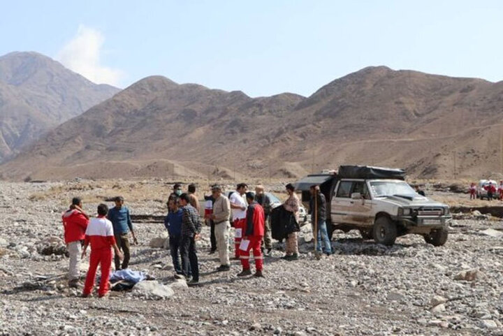 فیلمی از لحظه انتقال اجساد ۶ کارمند اداره برق کرمان