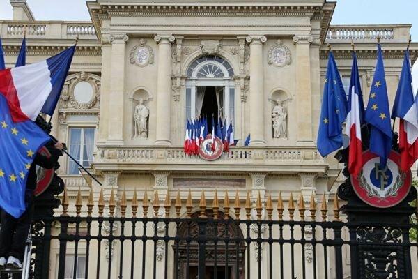 پاریس سفیر روسیه را احضار کرد
