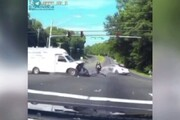 لحظه شگفتانگیز فرار موتورسوار از مرگ / فیلم