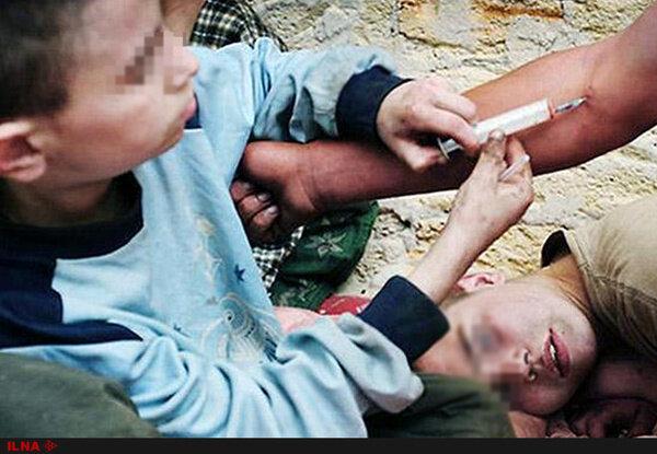 ویدیو تلخ از وضعیت دردناک تجمع معتادان در میدان شوش تهران / فیلم