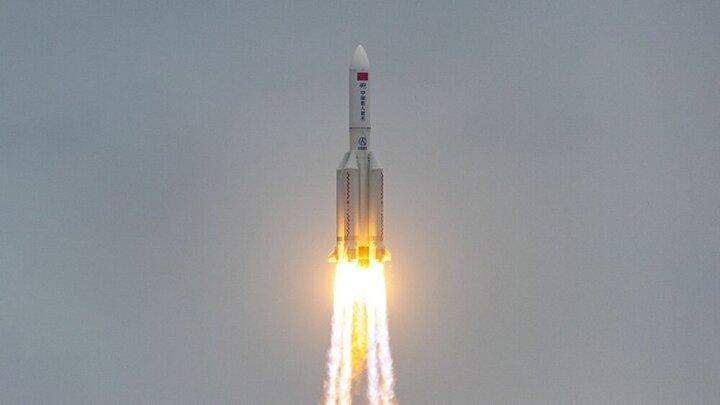 موشک چینی از کنترل خارج شده و در حال سقوط به زمین است!