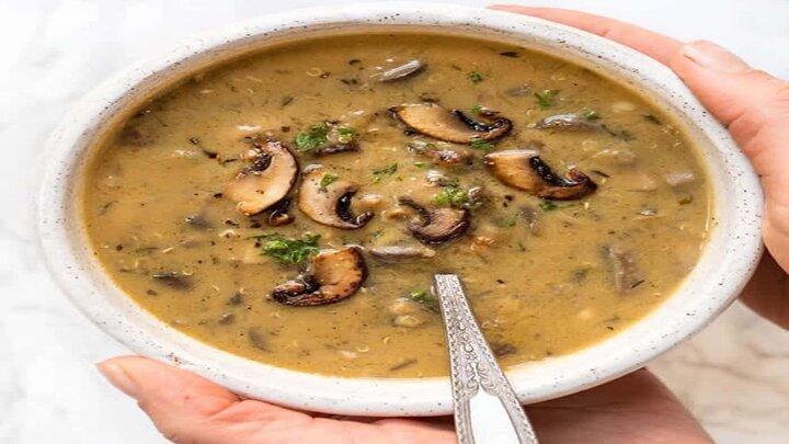 سوپ گندم سیاه خامهای با قارچ + طرز تهیه