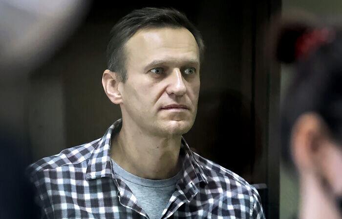 ناوالنی از سخنگوی پوتین شکایت کرد