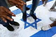 به آتش کشیده شدن پرچم آمریکا و اسرائیل در میدان فلسطین / فیلم