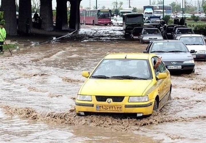 سیل در خیابانهای تبریز؛ خودروها در برخی محلات زیر آب رفتند / فیلم