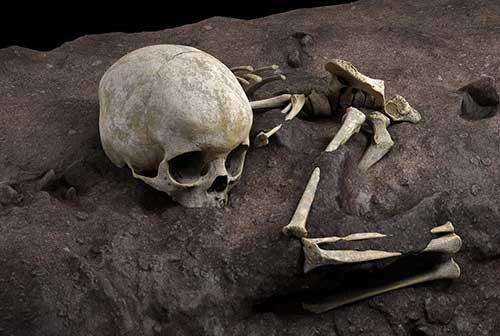 کشف بقایای کودک سه ساله در گور باستانی ۷۸هزار ساله / تصاویر