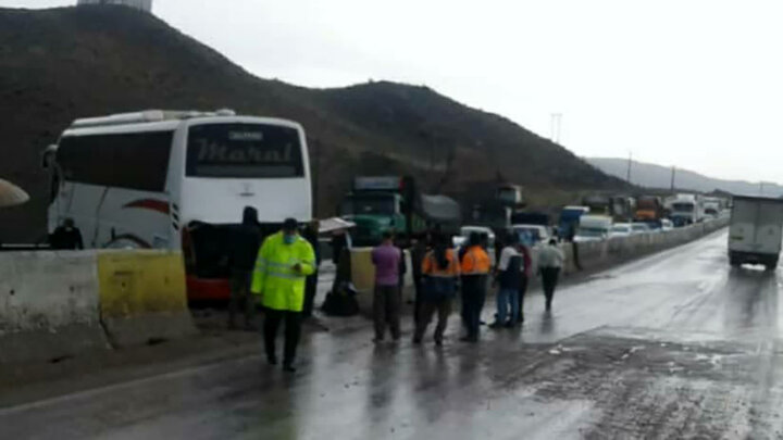 عکسی از دو خبرنگار فوت شده در حادثه  واژگونی اتوبوس در نقده