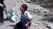 صحنه دلخراش کتک زدن ۲ کودک با چوب / فیلم