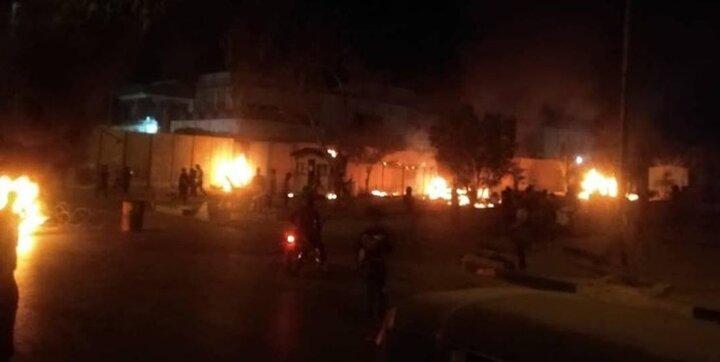 آتش زدن دیوار خارجی کنسولگری ایران در کربلا / نیروهای امنیتی با آشوبگران درگیر شدند