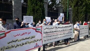 تجمع اعتراضی کارکنان رسمی صنایع نفت مقابل مجلس