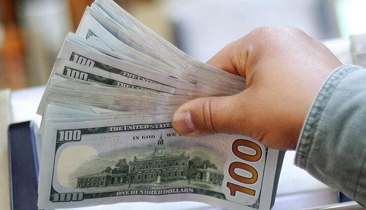 افزایش ناگهانی قیمت دلار در صرافی ملی / دلار در بازار آزاد از ۲۲ هزار تومان گذشت