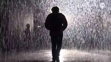 خطرات قدم زدن در زیر باران