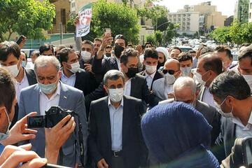 درگیری حامیان احمدینژاد با کارمندان وزارت کشور / فیلم