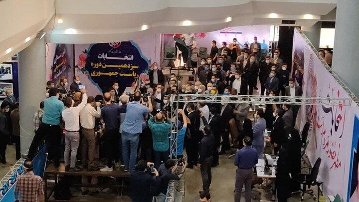 نخستین تصویر از محمود احمدینژاد در ستاد انتخابات
