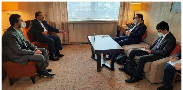 دیدار دوجانبه روسای هیاتهای مذاکرهکننده چین و ایران