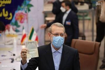 صحبتهای علی لاریجانی در ستاد انتخاباتی پس از ثبت نام / فیلم