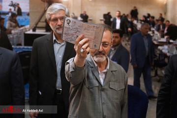 زریبافان: از احمدی نژاد بابت حرفهایش اعلام برائت میکنم | قانون و مردم تو را قبول ندارد! / فیلم