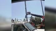 صحنه خودکشی مرد قمی از بالای آنتن مخابراتی / فیلم
