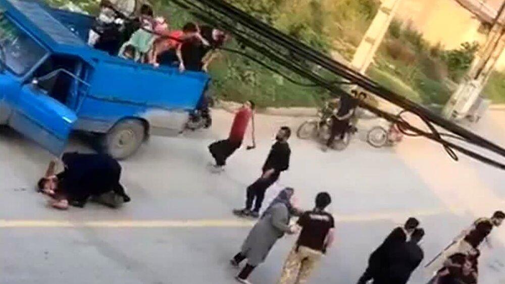 صحنه دلهرهور از حمله وحشتناک اراذل با تبر به مسافران در گرگان / فیلم و عکس