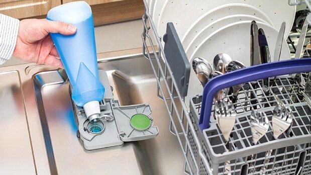 ۴ دلیلی که نشان میدهد ماشین ظرفشویی شما ظرفها را تمیز نمیشوید
