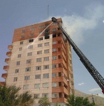 حریق در برج مسکونی در غرب تهران / فیلم