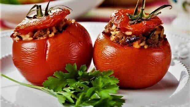 مراحل تهیه دلمه گوجه فرنگی