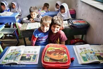 فداکاری معلم مازندرانی برای تدریس  دانشآموزان