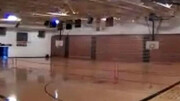 لحظه تخریب سالن ورزشی بر اثر اصابت رعد و برق / فیلم