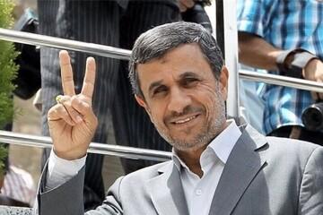 مشاعره طنز دو شاعر درباره بالا رفتن احمدینژاد از نردههای وزارت کشور / فیلم