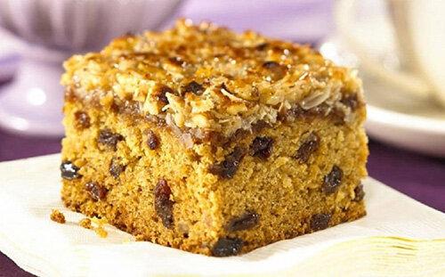 نحوه درست کردن کیک کشمشی خانگی در فر و قابلمه + مواد لازم