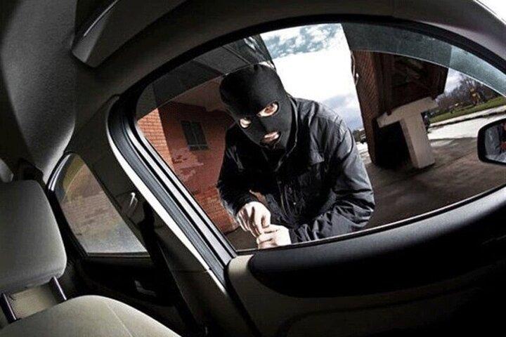 شگرد عجیب سارق برای سرقت خودروها / فیلم