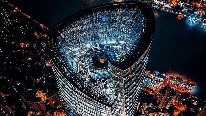 لحظه تاب خوردن برج ٣٠٠ متری در چین در پی وقوع زلزله / فیلم