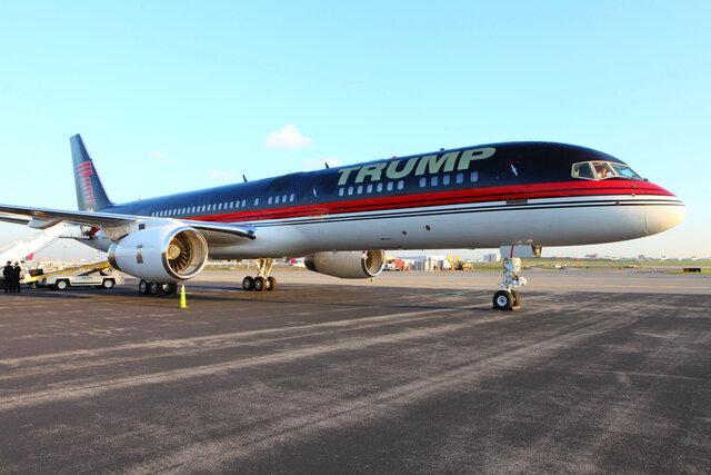 ترامپ از هواپیمای شخصی خود رونمایی کرد/عکس