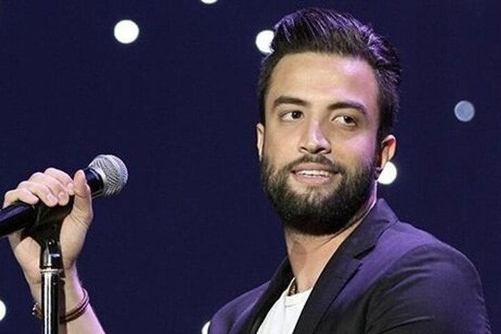 احساساتی شدن خواننده مشهور ایرانی هنگام لایو با دخترش / فیلم