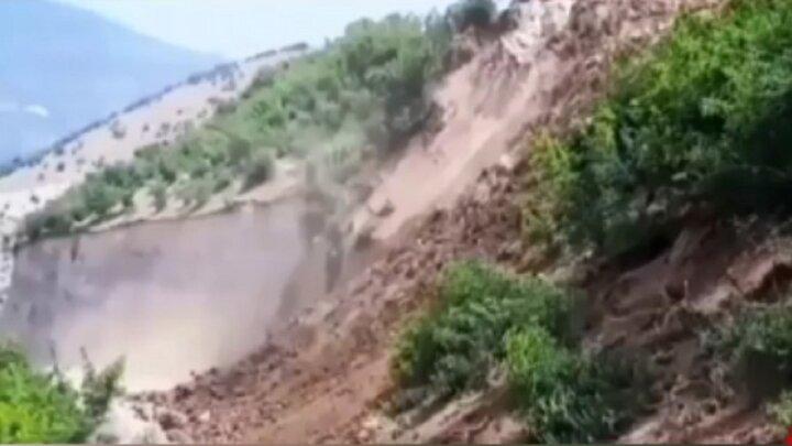 لحظه رانش زمین روستای خرشک رودبار در گیلان / فیلم