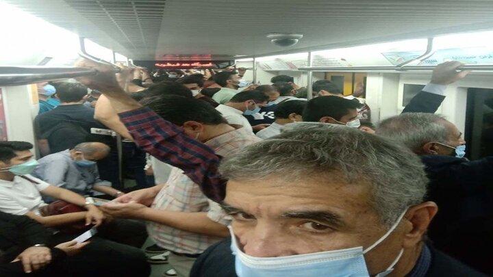 ازدحام عجیب واگن مترو تهران در دوران کرونا / فیلم