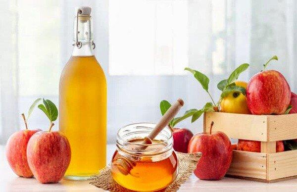 خواص بینظیر سرکه سیب و عسل برای سلامتی؛ از کاهش قند و فشار خون تا درمان جوش صورت
