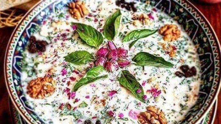 آب دوغ خیار خوشمزه و مجلسی به شیوه سنتی + طرز تهیه