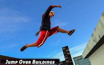 حرکت آکروباتیک خطرناک یک ژیمناستیک کار بر روی پشت بام منزل / فیلم