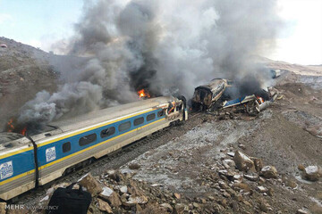 حریق قطار مسافربری یزد - تهران در ایستگاه بادرود / فیلم