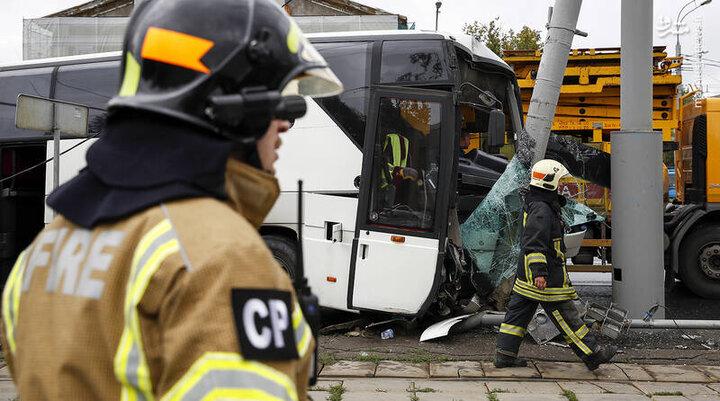 برخورد شدید اتوبوس شهری با تیر چراغ برق / فیلم