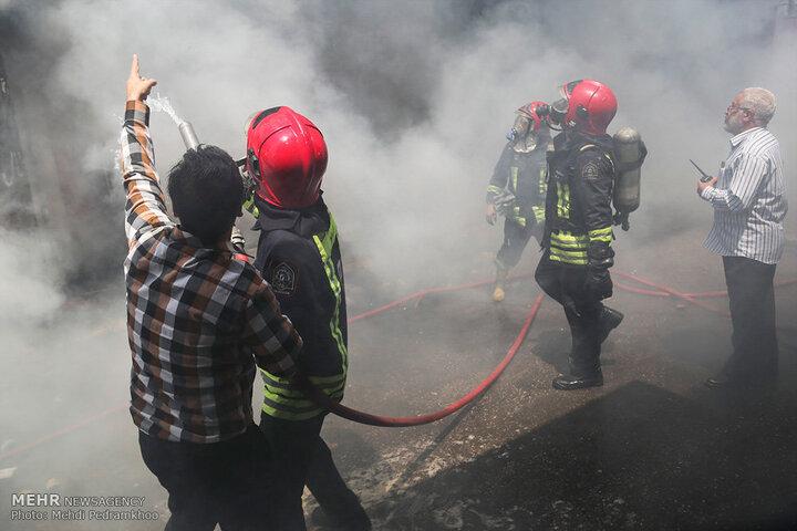 آتش سوزی مهیب انبار الکل در اهواز / ۵ آتش نشان مصدوم شدند