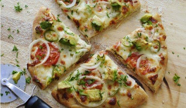 مراحل درست کردن پیتزا گیاهی روسی