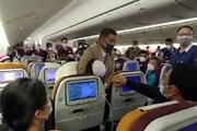 کتک کاری مهماندار هواپیما با مسافر بخاطر نداشتن ماسک! / فیلم