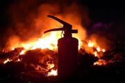 آتشسوزی گسترده در مغازه نگهداری کپسولهای گاز مایع در تهرانپارس / فیلم